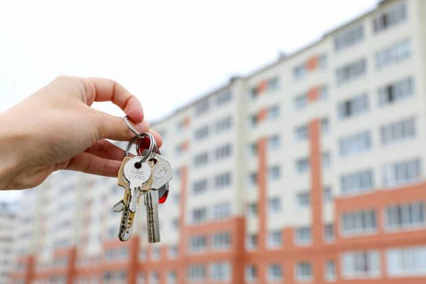 На Кубани детям-сиротам вручили ключи от новых квартир