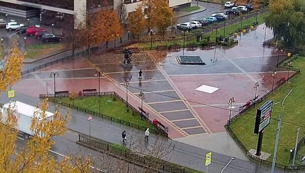 Автолюбителей Подольска призвали быть аккуратными на дорогах из‑за мокрого снега с дождем