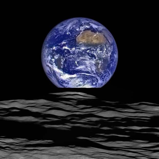 Её родство с нами сверхъестественно: Луна сформировалась после того, как планета размером с Марс ударилась в прото-Землю около 4,5 миллиардов лет назад.   земля, космос, красота