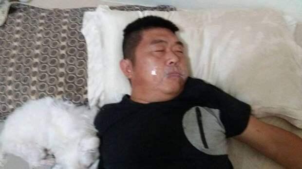 Жена была потрясена, когда увидела мужа с заклеенным ртом