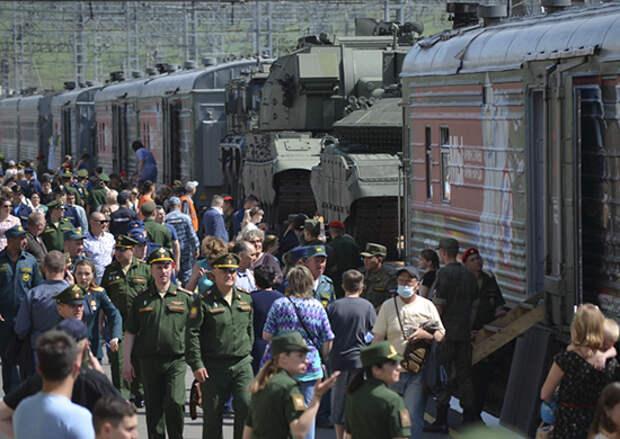 Тематический поезд акции «Мы - армия страны! Мы - армия народа!» на Дальнем Востоке посетили около 100 тысяч человек