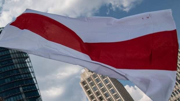 Дмитрий Песков подверг критике инцидент с флагом Белоруссии в Риге