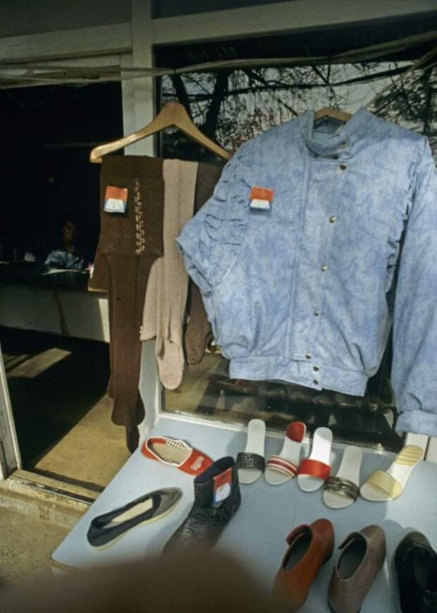 Признаки моды 90-х: кислотные цвета и торчащие челки