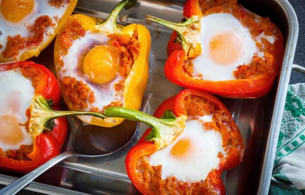 Перец, фаршированный яйцами и грибами. \ Фото: google.com.ua.