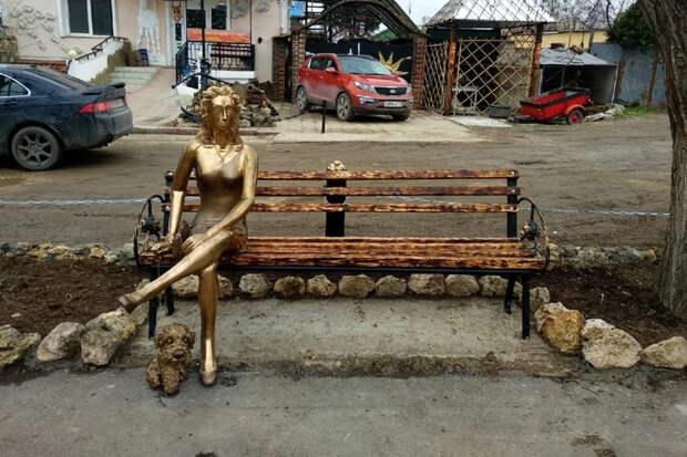 «Художник называет её «Ассоль»: новую «Алёнку» обнаружили в Севастополе