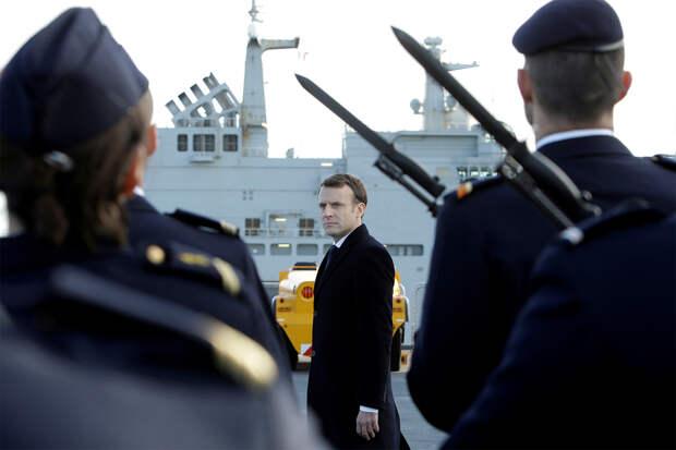 Открытое письмо с предупреждением направили французские военные президенту Макрону