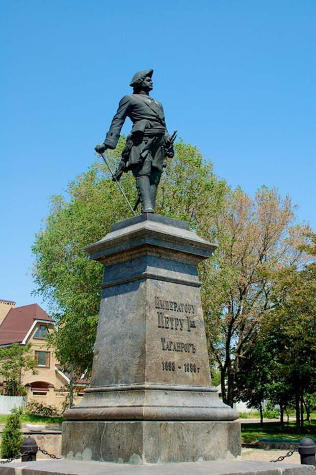 Статуя Петра I в Таганроге