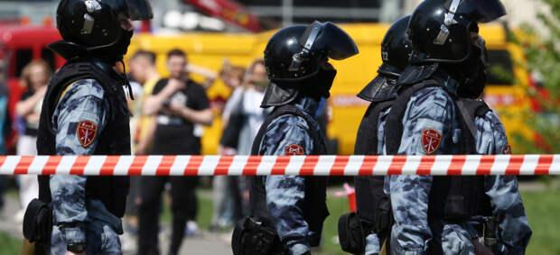 При стрельбе в школе в Казани погибли минимум девять человек