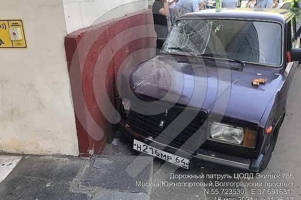 После аварии, в которой 17-летний студент сбил людей на Волгоградском проспекте, возбудили два уголовных дела