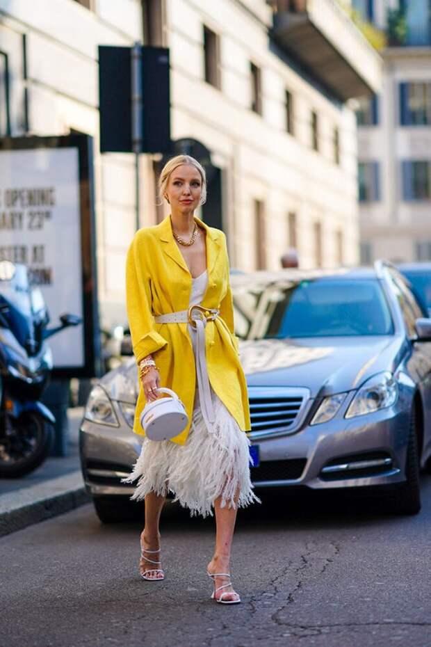Как и с чем носить летнее платье в прохладную погоду: тенденции 2021