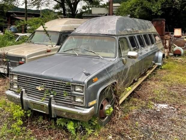 Странные 10-дверные лимузины Chevrolet Suburban продаются вЯпонии