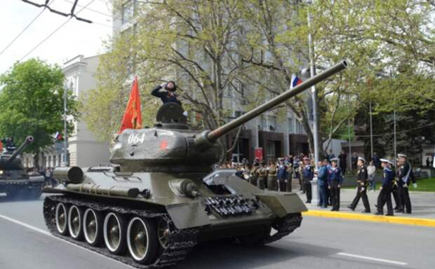 Парад Победы и «Эскадра памяти» состоялись в Севастополе