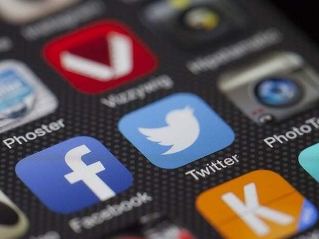 Facebook и Twitter могут обязать передавать в Роскомнадзор данные о количестве российских посетителей