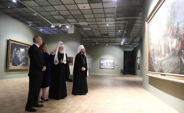 Владимир Путин и Святейший Патриарх Кирилл посетили выставку, посвященную 800-летию Александра Невского
