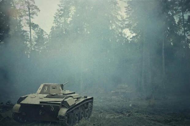 Объятый пламенем танк неожиданно зашевелился, а потом двинулся на немецких автоматчиков. Отважный танкист Бутенин