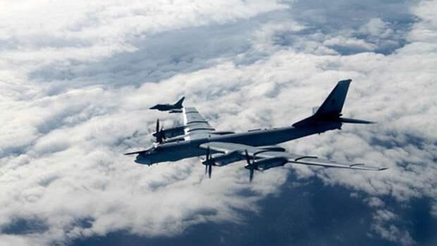Ракетоносцы Ту-95МС ВКС РФ выполнили плановый полет над Черным морем