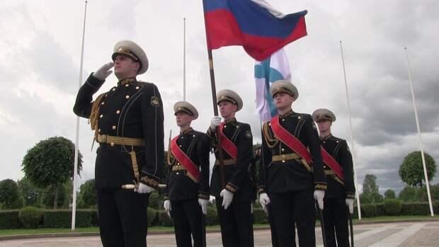 Правительство РФ с осени поднимет оклад военнослужащим