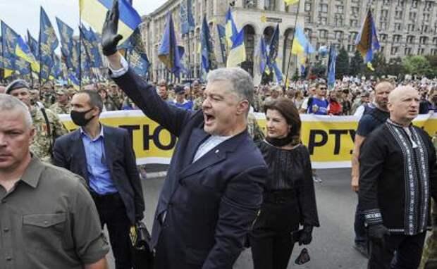 На фото: бывший президент Петр Порошенко