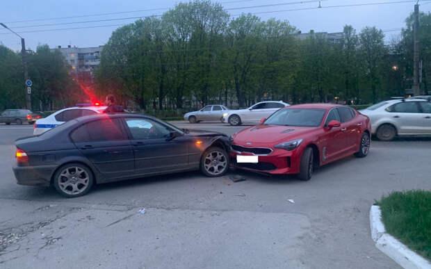В Рязани при столкновении Kia и BMW пострадали два человека