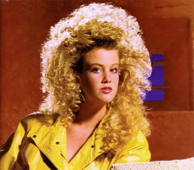 Без слёз и не взглянешь: старые фотографии с модными причёсками 1980-х