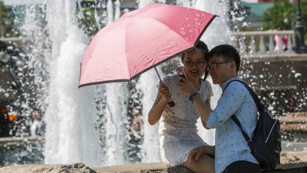 Роспотребнадзор рассказал о способах спасения от перегрева во время жары