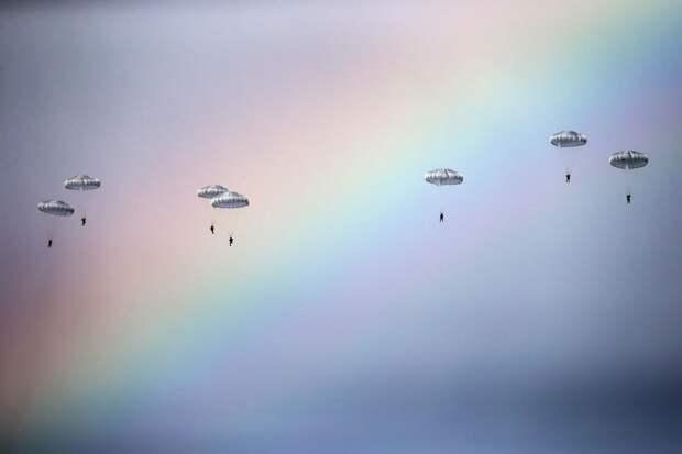 Российские парашютисты