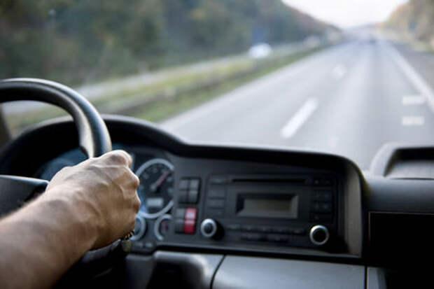 Водителя грузовика оштрафовали за низкую зарплату