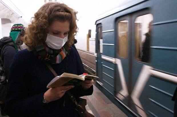 Пассажир московского метро в маске. Фото: Mos.ru