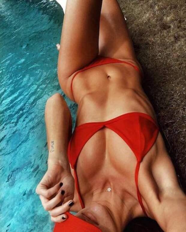 Летние девушки в купальниках (58 фото)