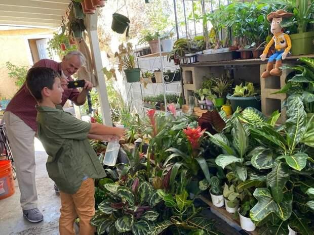 Школьник открыл цветочный бизнес и купил маме авто