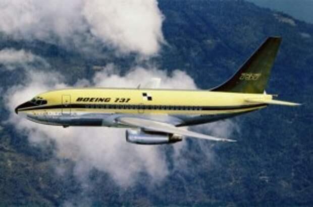 Boeing 737-100 в своём первом испытательном полёте