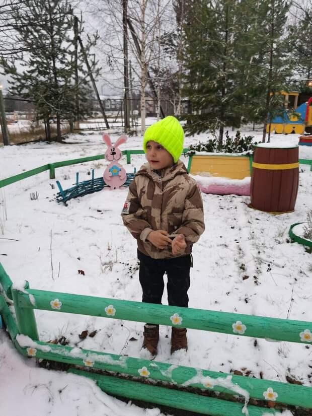 Нашла зимой на улице раздетого ребенка