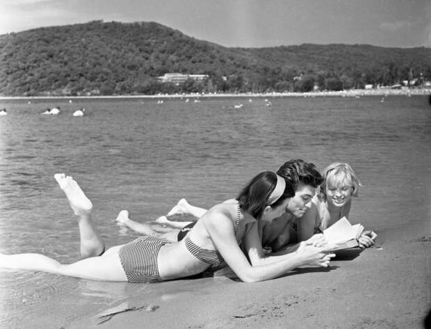Пляж, солнце, девушки...Курортный отдых 80-х
