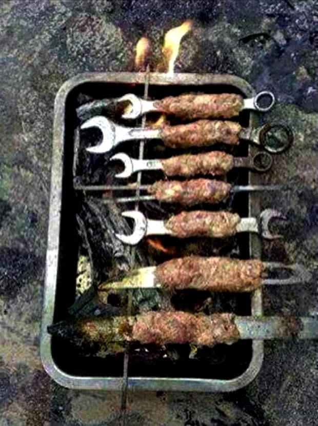 Колбаски на костре.