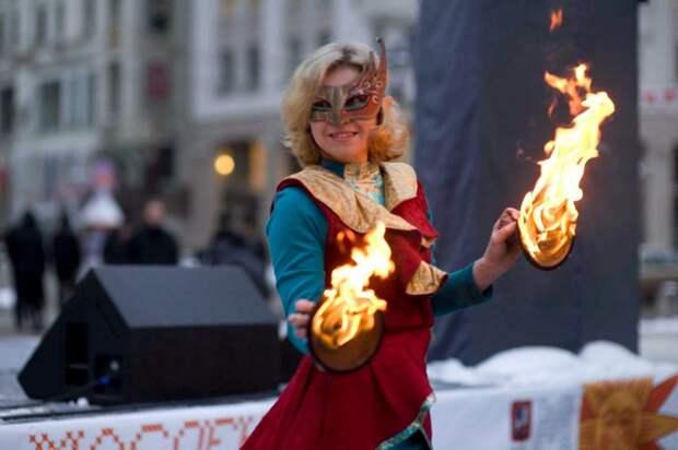 Юлия Павлова из Лефортова 13 лет занимается вращением горящих предметов