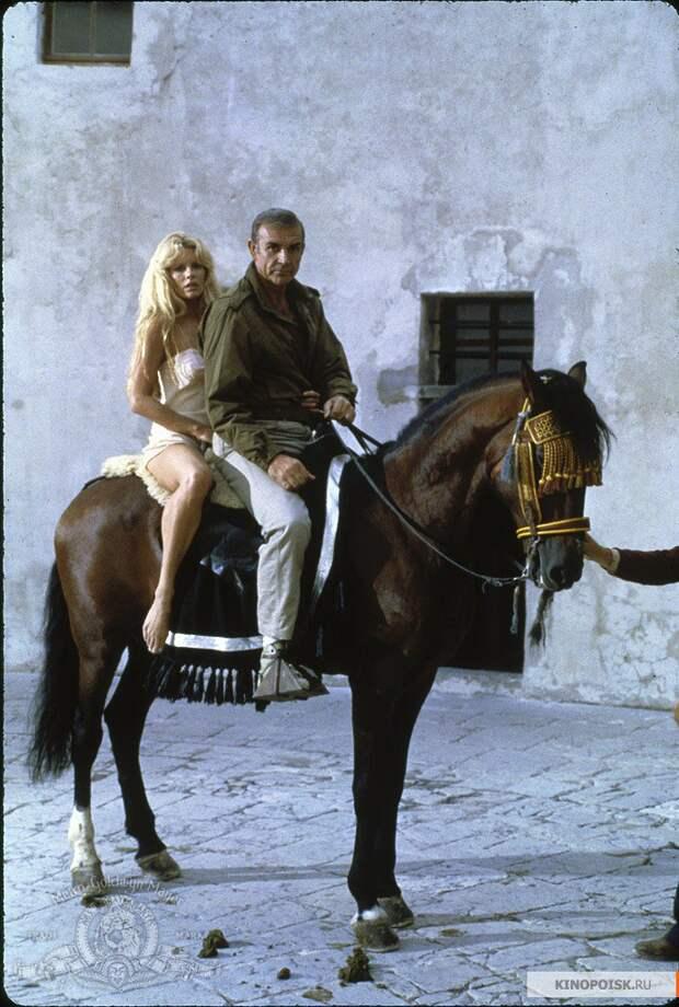 """Шон Коннери и Ким Бейсингер на съемках фильма """"Никогда не говори «никогда»"""". 1983 год."""