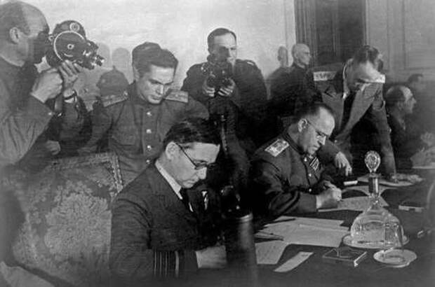 Почему фашистская Германия капитулировала дважды