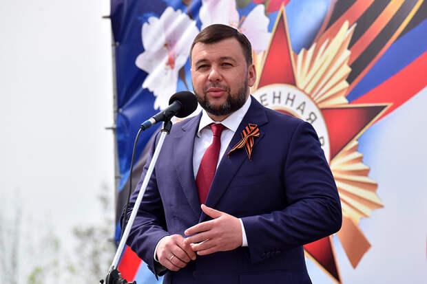 «Мыдолжны двигаться всторону нашей Большой Родины»: Глава ДНР посетил праздничные мероприятия вЛНР (ФОТО)