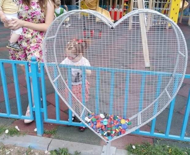 В Удмуртии осужденные сделали экоконтейнер в форме сердца