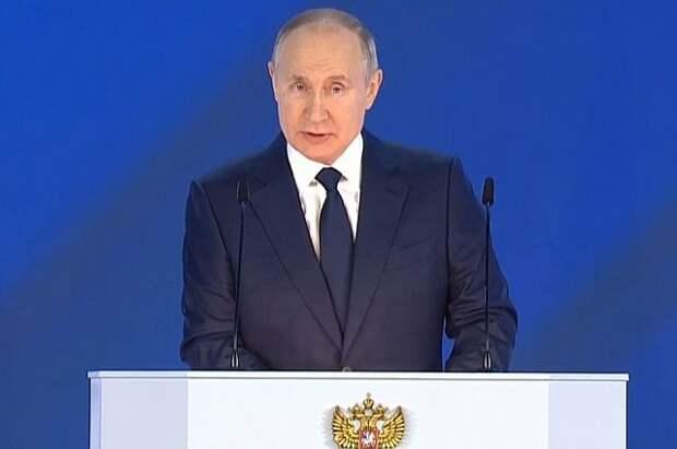 Путин поручил упростить выдачу вида на жительство для ряда иностранцев