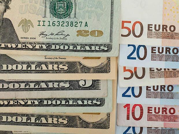Банк России чуть поднял официальный курс доллара, евро прибавил больше
