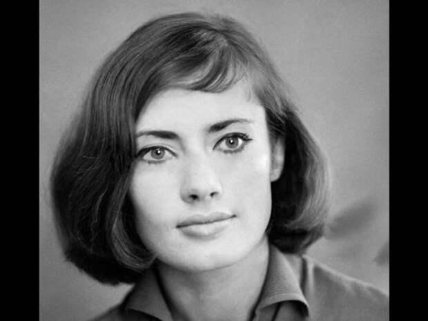 Советская и американская актриса, писательница, сценарист.