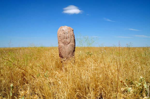 Археолог Айман Досымбаева, исследовавшая комплекс, считает, что стиль создания жайсанских исторических памятников говорит о том...