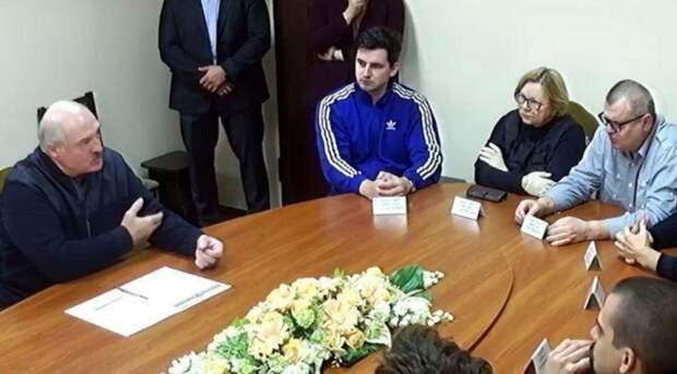 """Лукашенко избрал тактику """"царь хороший, бояре плохие"""". Но выглядит это всё топорно"""