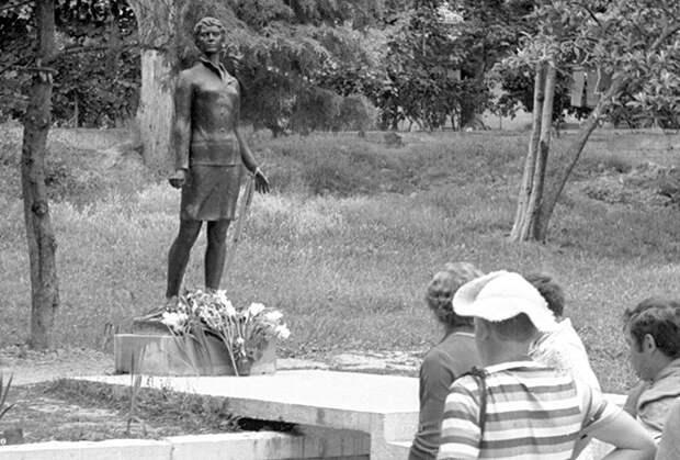 Памятник Надежде Курченко в Сухуми
