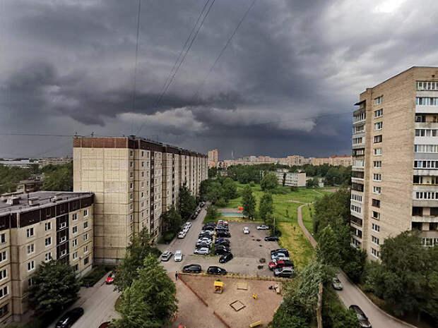 В Петербурге бушует майская гроза