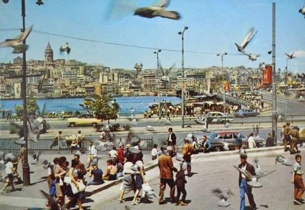 Стамбул — город контрастов: 30 цветных снимков уличной жизни 70‑хгодов