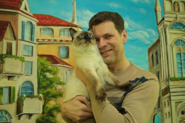 Житель Дубнинской украсил свой подъезд картиной с видом Венеции