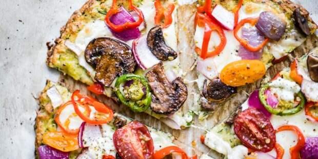 Пицца из кабачков с сыром, грибами, помидорами и перцем в духовке