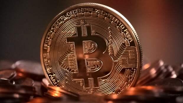 Стоимость биткоина снизилась почти на десять процентов